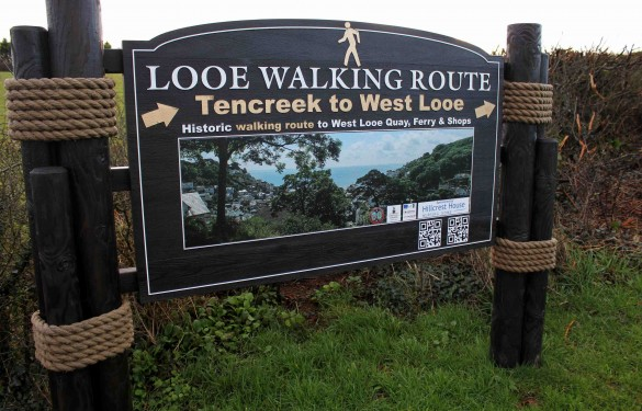 looe-town-council-walking-route-wooden-rope-posted-sign