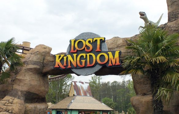 """LOSt Kingdom"" Paultons park , theme entrance, signage, 3d signs,"