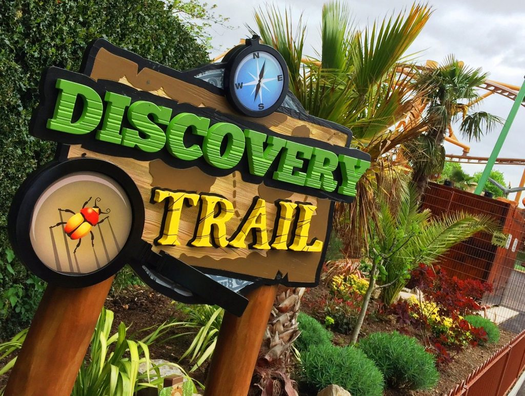 """""""Paultons Park"""" Discovery trail, Entrance sign, wayfinding signage, 3d crafted sign, wooden posts"""